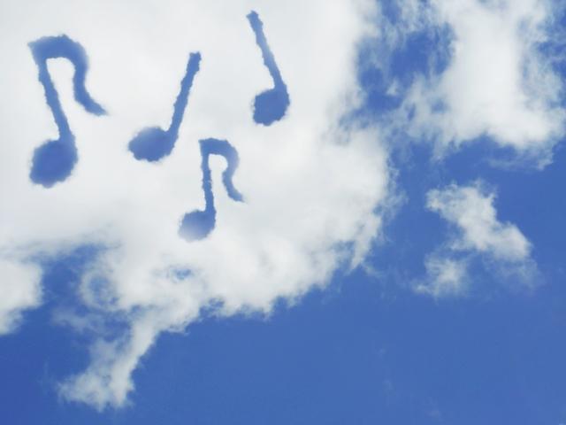 音譜の浮かぶ空