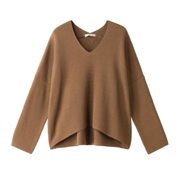 キャメルのセーター