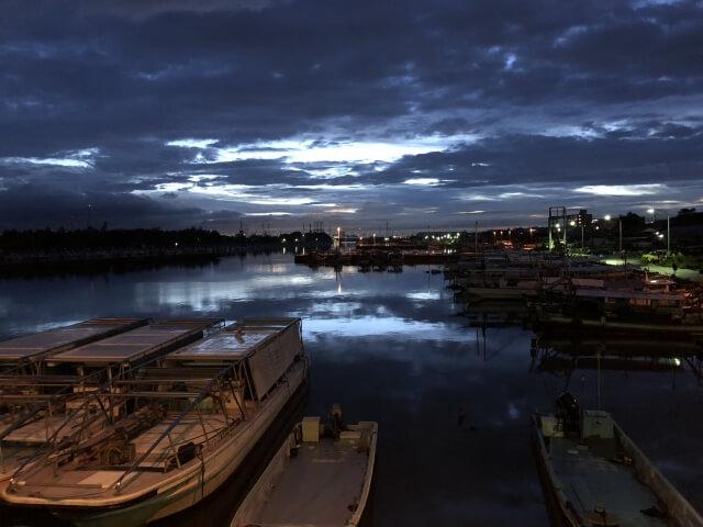 台風の後の夕方の空