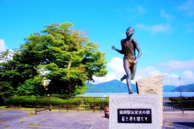 箱根駅伝の芦ノ湖の銅像