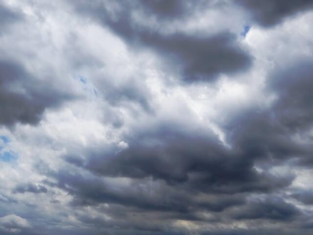 台風の前の空