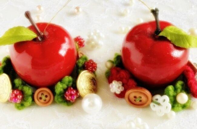 クリスマスのリンゴのオーナメント
