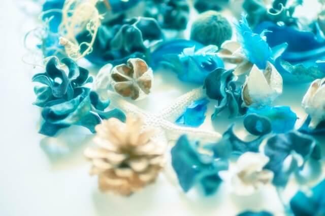 青いクリスマスリース