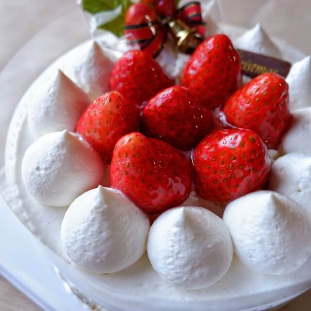 クリスマスケーキのホールケーキ