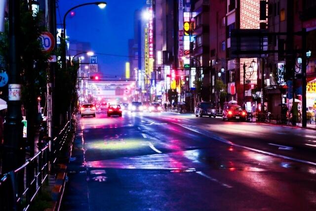 夜の街のきらめき